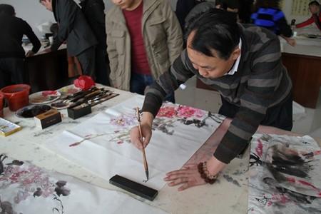 德令哈市美术家协会会长参加首届德都蒙古文化书画笔会