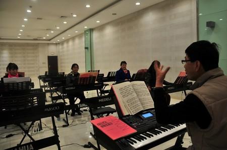 成人电子琴班上课现场